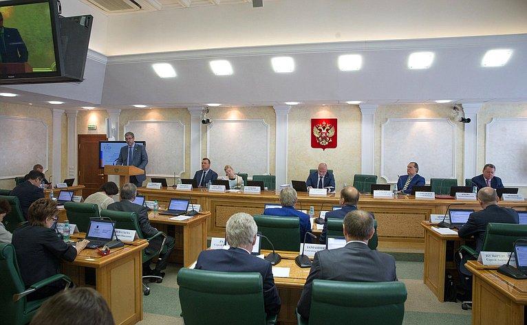 Проходит расширенное заседание Комитета СФ поконституционному законодательству игосударственному строительству