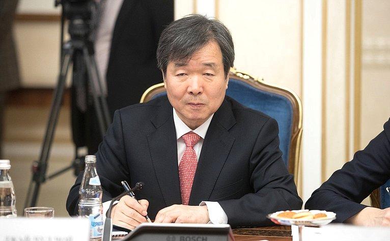 Председатель Исполнительного комитета Международного бюро выставок Джай-Чул Чой