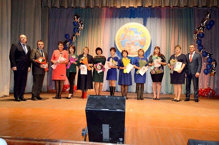 В. Лаптев поздравил сДнем учителя педагогов Куйбышевского района Новосибирской области