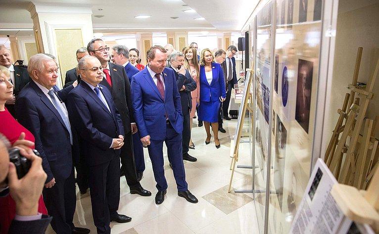 Открытие выставки «25 лет Московской городской Думе» сучастием Председателя МГД А. В. Шапошникова