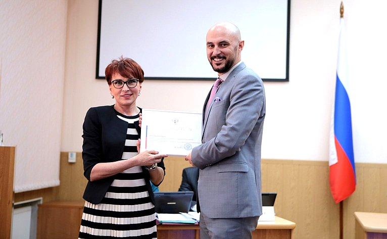 Т. Кусайко приняла участие вочередном заседании Мурманской областной Думы