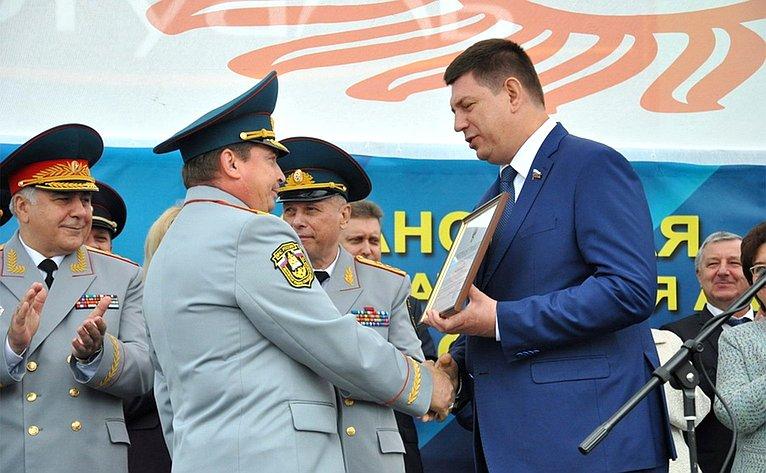Виктор Смирнов вручил Почетную грамоту иБлагодарность отСовета Фендерции