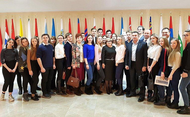 Ольга Хохлова встретилась спобедителями молодежного образовательного проекта «Я— гражданин Российской Федерации! Я— житель Владимирской земли!»