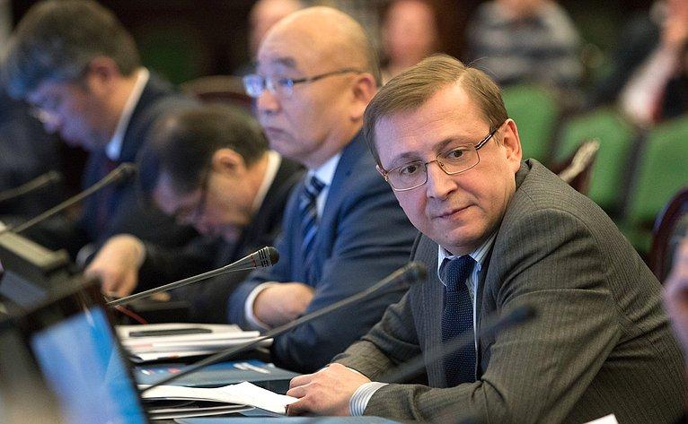 Заседание Интеграционного клуба натему «Стратегические инфраструктурные проекты как локомотивы экономического роста наевразийском пространстве»