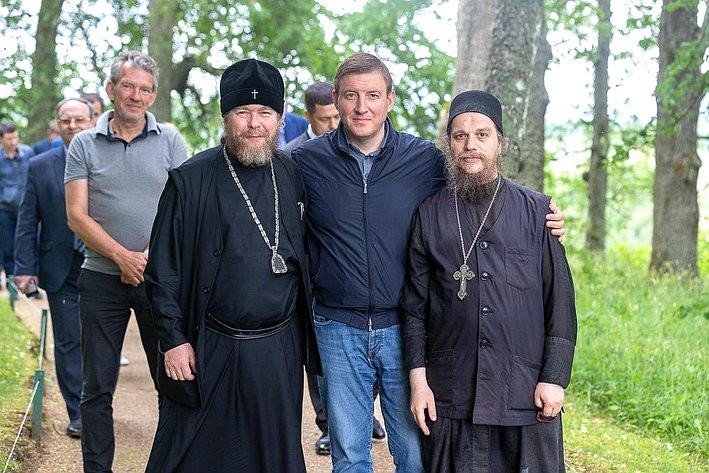 Андрей Турчак посетил Свято-Успенский Святогорский монастырь иобсудил перспективы развития комплекса