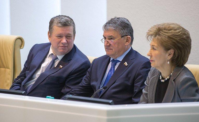 Е. Бушмин, Ю. Воробьев иГ. Карелова на386-м заседании Совета Федерации
