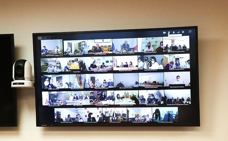 Заседание Дискуссионного клуба Молодежного парламента Законодательного Собрания Вологодской области натему «Новые вызовы, или как ипочему меняются главные законы государств»