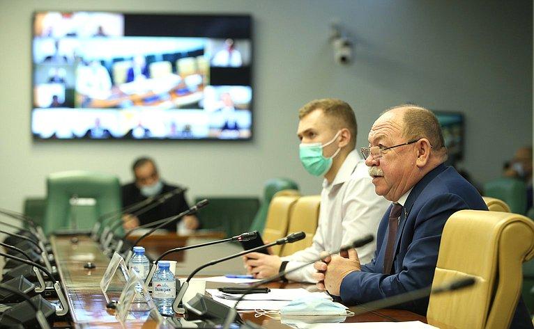 «Круглый стол» натему «Обосновных направлениях политики РФ вобласти климата иреализации Стратегии долгосрочного развития РФ снизким уровнем выбросов парниковых газов до2050года»