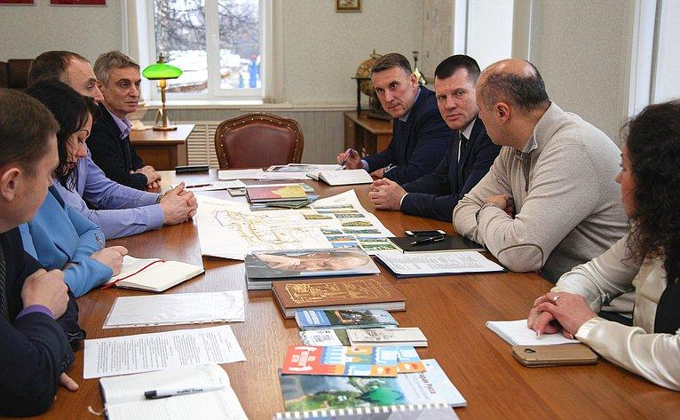 С.Фабричный обсудил спредпринимателями Новгородской области перспективы создания новых продуктов местного производства