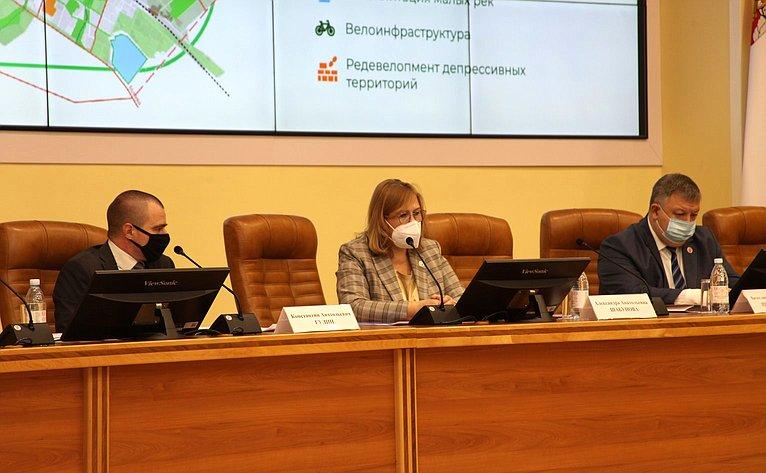 Пленарное заседание Российского научного форума «Экология иобщество: баланс интересов»