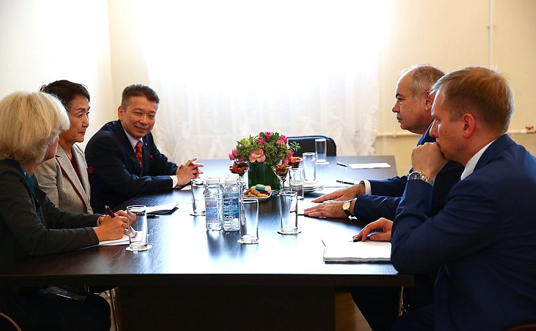 Двусторонняя встреча зам. Председателя СФ И.М.-С. Умаханова смэром г. Йокагама Фумико Хаяси (Япония)