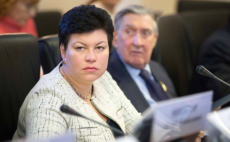 Л. Кононова иВ. Долгих