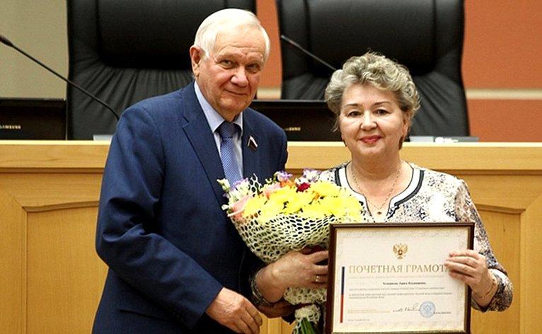 Валерий Марков вручил Почетную грамоту Совета Федерации Четвериковой Ларисе Владимировне