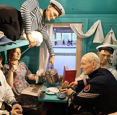 Сергей Березкин вместе светераном Великой Отечественной войны Владимиром Задворочным посетил передвижной музей «Поезд Победы» вЯрославле