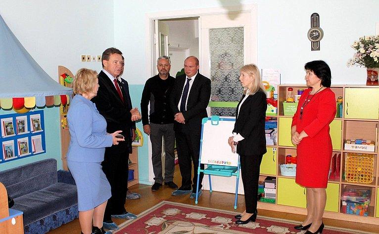 Сергей Рябухин посетил детский сад, где ознакомился ссистемой питания