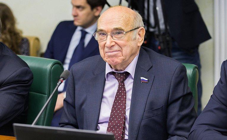 В. Рогоцкий нарасширенном заседании Комитета Совета Федерации поэкономической политике