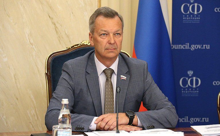 Первый заместитель Председателя Совета Федерации Андрей Яцкин