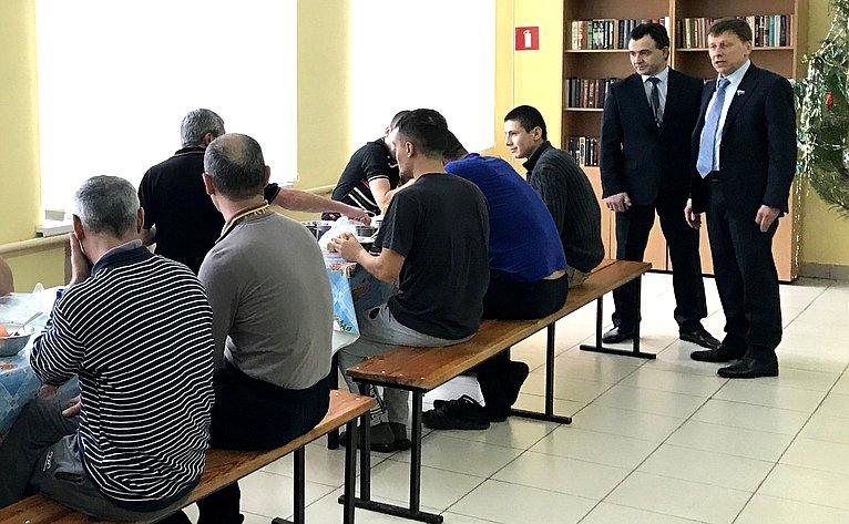 Вадим Харлов посетил региональный Центр временного содержания иностранных граждан