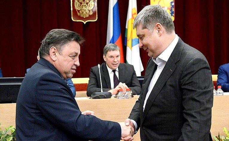 Вячеслав Тимченко вручил наиболее достойным депутатам Законодательного Собрания почетные грамоты ипочетные знаки