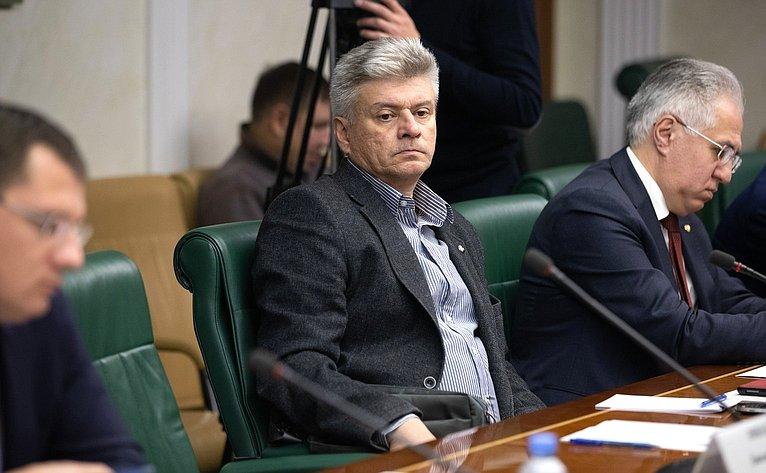 «Круглый стол» Временной комиссии СФ позащите государственного суверенитета ипредотвращению вмешательства вовнутренние дела РФ