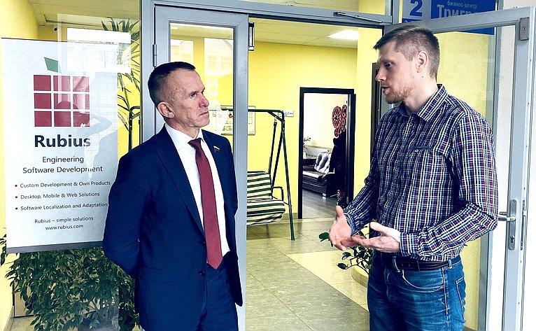 Владимир Кравченко провел встречу сруководителем одной изтомских IT-компаний Сергеем Дорофеевым