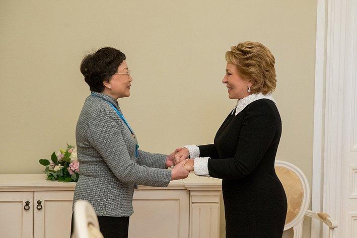 В. Матвиенко провела двустороннюю встречу с заместителем Председателя Китайского общества дружбы с зарубежными странами Дэн Жун