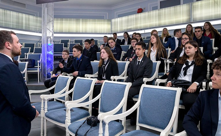 Встреча сенаторов сделегацией школьников-участников проекта «Молодые послы изИзраиля»