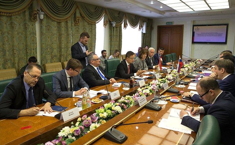 Встреча первого заместителя Председателя Совета Федерации Николая Федорова сМинистром внешних экономических связей ииностранных дел Венгрии Петером Сийярто