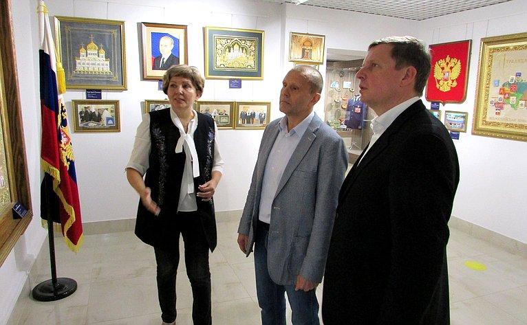 Андрей Епишин врамках работы врегионе посетил фабрику «Торжокские золотошвеи» вгороде Торжок