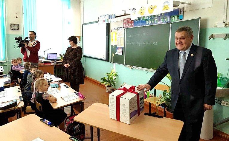 Александр Ракитин посетил Медвежьегорскую образовательную школу