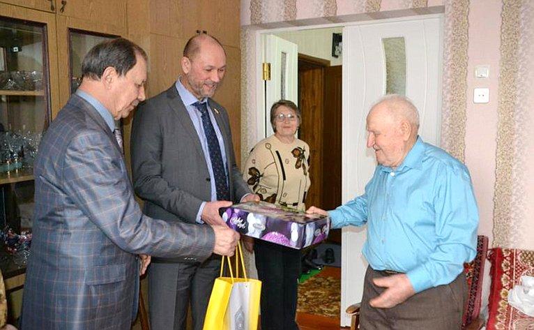 Владимир Лакунин посетил г. Каменск-Шахтинский инавестил ветеранов Великой Отечественной войны