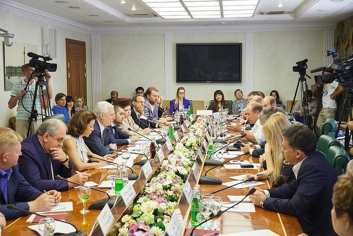 25-07-2014 Cовещание Комитета общественной поддержки жителей Юго-Востока Украины по вопросу оказания помощи беженцам 1