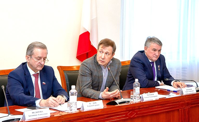 Юрий Воробьев принял участие взаседании Дискуссионного клуба при Молодежном парламенте Вологодской области