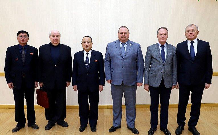 Встреча спредседателем депутатской группы содействия развитию корейско-российской дружбы Верховного Народного собрания КНДР Хон СоХоном вздании парламента КНДР