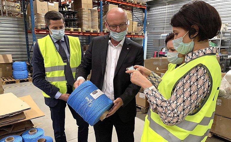 Маргарита Павлова посетила челябинскую фабрику шнуров