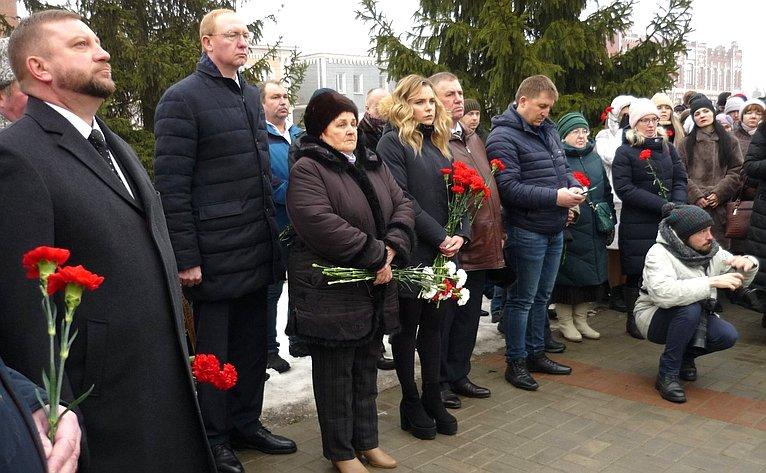 Алексей Кондратьев принял участие воткрытии памятного бюста Героя России Александра Комягина