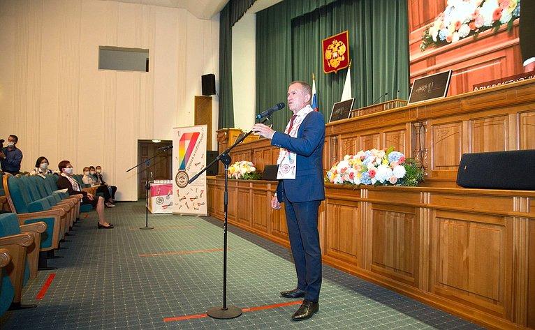 Владимир Кравченко поздравил победителей конкурса Законодательной Думы Томской области для молодых ученых имолодых дарований