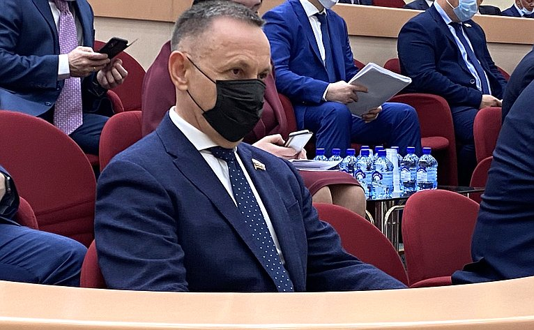 Олег Алексеев принял участие вработе сессии регионального парламента