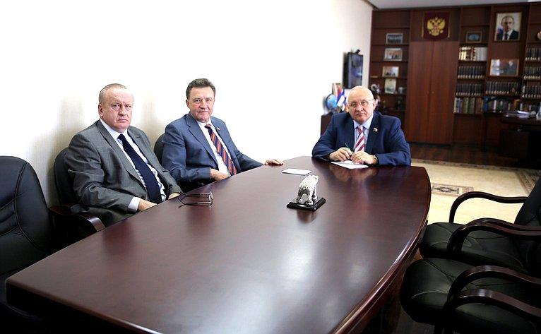 Сергей Рябухин входе рабочей поездки врегион встретился соспикером Законодательного Собрания Анатолием Бакаевым