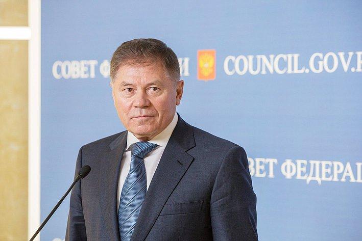 356 заседание СФ подход к прессе Лебедев