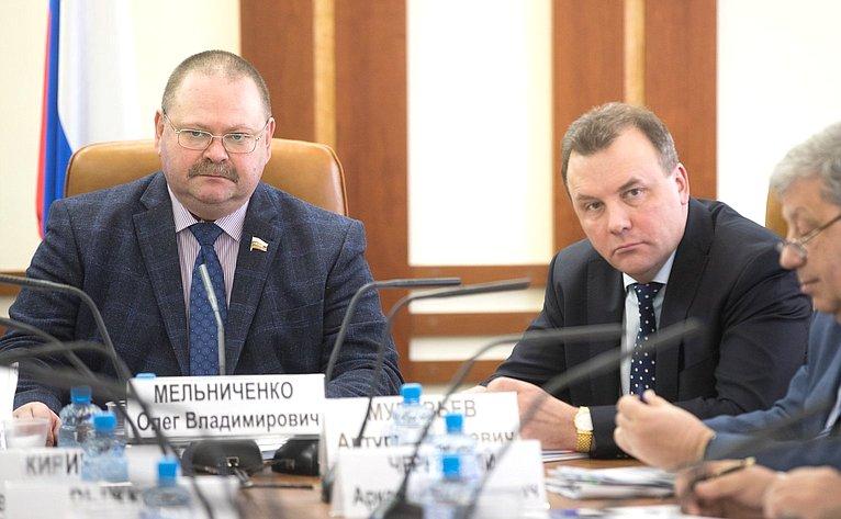 О. Мельниченко иА. Муравьев
