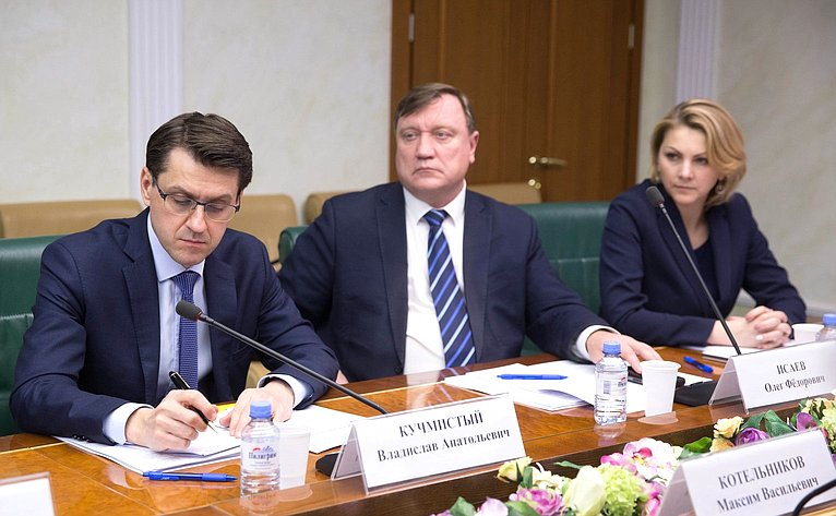 «Круглый стол», посвященный актуальным вопросам совершенствования механизмов поувеличению числа граждан, обучающихся ввузах России