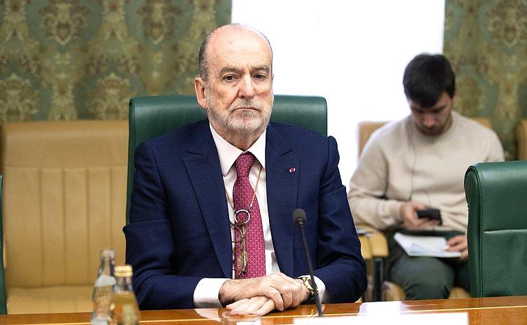 Встреча К.Косачева сПочетным председателем форума «Кран-Монтана»Ж.-П.Картероном