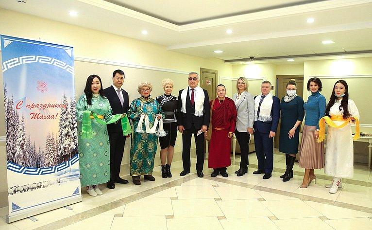 ВСовете Федерации состоялось открытие Фотовыставки «Навстречу белому месяцу», приуроченной кпразднованию буддийского Нового года полунному календарю