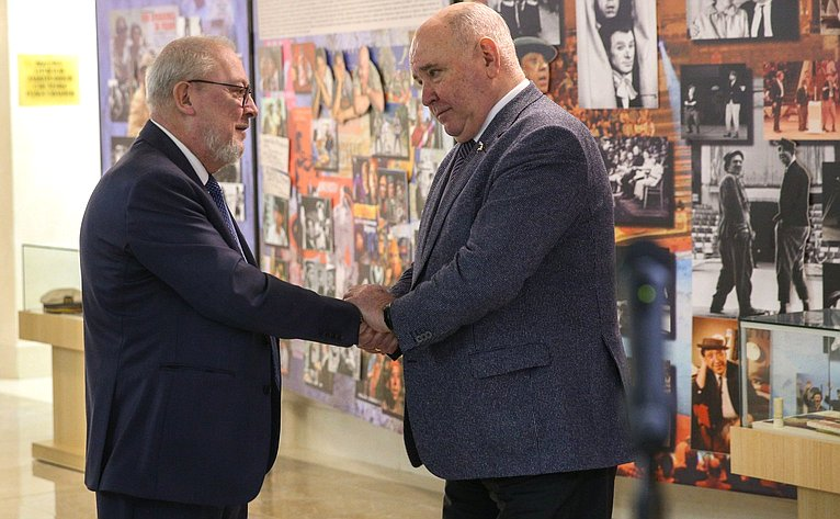 Открытие вСовете Федерации выставки, посвященной 100-летию содня рождения Юрия Никулина