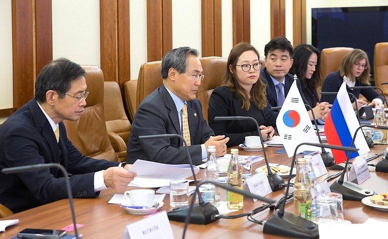 Встреча сГенеральным секретарем Национального собрания Кореи УЮн Кыном