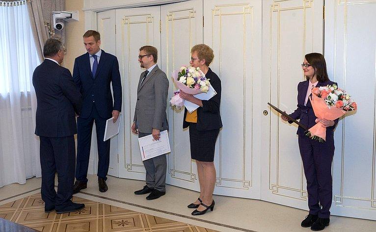 Ю. Воробьев провел церемонию награждения благодарностями СФ