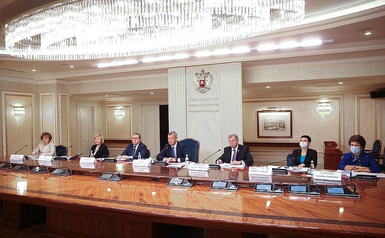 Заседание Совета повопросам агропромышленного комплекса иприродопользования натему «Осовершенствовании законодательного регулирования развития виноградарства ивиноделия вРФ»