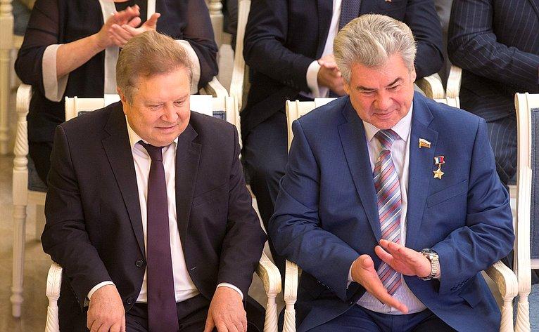 Е. Серебренников иВ. Бондарев
