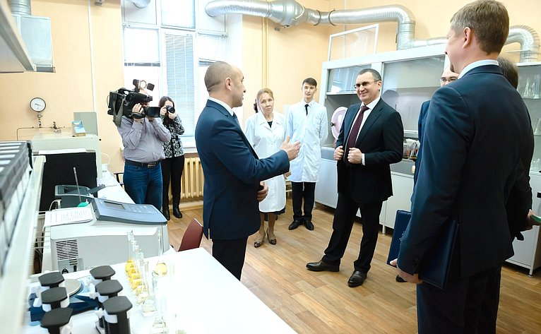 Посещение испытательного лабораторного центра академии